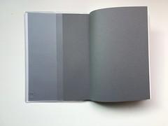 前面的書套口袋和後面的書套口袋設計略有不同@2017無印良品PVC封面滑順月週記事本 (in_future) Tags: muji 無印良品 月週記事本 週記事 記事本 行事曆 手帳 筆記本 note planner