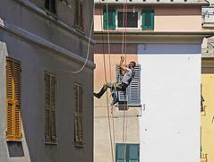climbing houses (ludi_ste) Tags: scalando climbing lavoratore worker facciate walls facades fronts