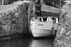 The tender ship (jarnasen) Tags: d810 nikon sigma105mmf28 freehand handheld boat mskind kind kindakanal slattefors stergtland linkping sverige sweden tour tourboat ship vessel canal sluss locks blackandwhite bnw mono monochrome conversion people passengers copyright jrnsen jarnasen water kanal outdoor