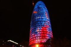 La torre (Leo Valls) Tags: torreagbar noche nit luces catalaunya catalua barcelona nigth