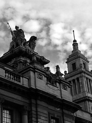 STATUE AND CLOCK TOWER ON HULL GUILDHALL (psychocandy65) Tags: hull city town hall statue building monument guildhall
