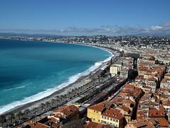 Promenade des Anglais - Nice (Flyingpast) Tags: travel blue sea vacation sky france tourism beach bay nice cotedazur day clear palmtrees oldtown frenchriviera promenadedesanglais citybreak levieuxnice wb2000 tl350