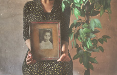 Mother& Child (Nourhan Refaat Maayouf) Tags: old light black green love home grass vintage nikon dress memories daughter mother picture frame care motherhood d5000