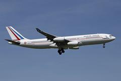 17 avril 2013 - REPUBLIQUE  FRANCAISE  Airbus  A 340-200  (F-RAJB) - LFBO - TLS (gimbellet) Tags: canon aircraft aviation airplanes airbus boeing blagnac a330 a340 a320 atr a321 a350