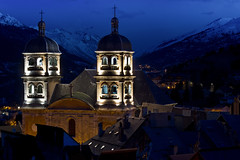Collgiale de Brianon (Michel Couprie) Tags: morning mountain snow france alps church montagne alpes canon eos 50mm dawn belltower 7d neige bluehour brianon glise matin aurore clocher aube briancon hautesalpes collgiale heureblleue