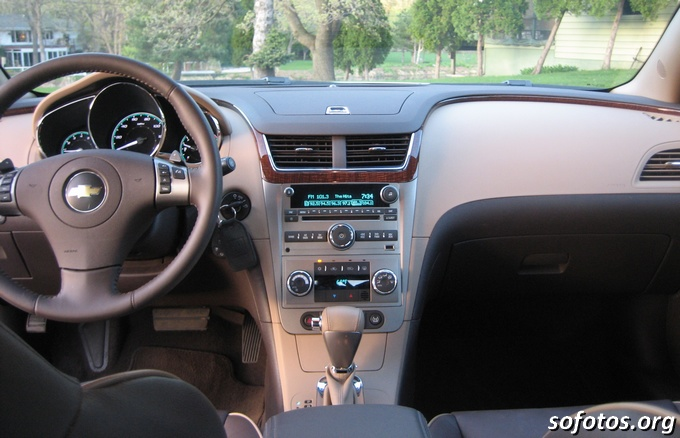 Painel central do Chevrolet Malibu 2009