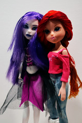 Besties (ClueVille) Tags: thread monster high spectra girlz moxie kellan reroot vondergeist