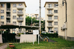 Cloudy/Housing complex (yasu19_67) Tags: housingcomplex film filmism analog filmphotography atmosphere cloud empty minolta7 schneiderrolleislxenon50mmf18 50mm fujifilm fujicolor c200 osaka japan