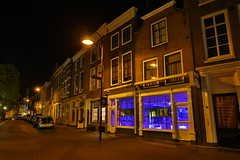 Night in Middelburg (Mettwoosch) Tags: mitddelburg netherlands niederlande holland street night lights strase nacht lichter himmel sky longexposure langzeitbelichtung travel building haus architecture house architektur blue canon eos 5dm3 ef lens outdoor dark car window shop