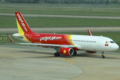 VietJet | Airbus A320-200 | VN-A655 (*Charlie Alfa*) Tags: sgn aviation airplane maybay 飞机 비행기 літак avión flugzeug avião 飛行機 เครื่องบิน самолет letoun विमान ਜਹਾਜ਼ ហឹ 飛機 aereo eruplano avion מטוס lentokone αεροπλάνο vliegtuig samolot zrakoplov letalo repülőgép flygplan fly uçak aircraft airliner