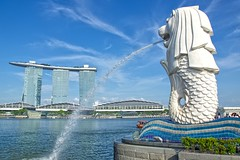 Merlion with Marina Bay Sands hotel and casino in Singapore (UweBKK ( 77 on )) Tags: singapore singapur southeast asia sony alpha 77 dslr slt merlion bay marina sands hotel casino tourist attraction blue sky water fountain marinabaysands