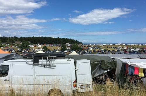 Der riesige Parkplatz beim Kivik Jahrmarkt