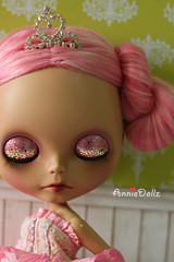 Love her bling bling pink and gold eyelids