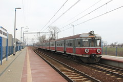 PR EN57-1703 , Jakowice Legnickie train station 26.03.2013 (szogun000) Tags: jakowicelegnickie poland polska railroad railway rail pkp station ezt emu set electric en57 en571703 pr przewozyregionalne train pocig  treno tren trem passenger commuter regio d29275 winter snow dolnolskie dolnylsk lowersilesia canon canoneos550d canonefs18135mmf3556is