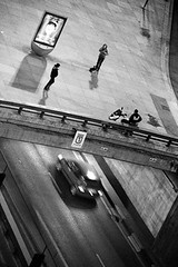 Madrid, Ronda de Atocha 2013 (Josetxu Silgo) Tags: madrid street plaza winter bw white black blancoynegro canon calle candid streetphotography bn ronda sombras atocha suelo streetphotograph silgo josetxu candidstreetportrait streetphotographycandidstreetportrait