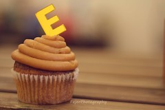 E (Fajer Alajmi) Tags: wood caramel cupcake letter