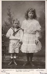 Princess Mary and Prince Henry of Wales, children of future King George V. (Miss Mertens) Tags: inglaterra england london wales scotland king princess britain postcard united royal kingdom prince queen rey windsor kaiser regina reine royalty monarchy cartolina adel oldfashioned schottland roi prinz royalfamily reinounido knig postkarte princeofwales principe knigin principessa nobility prinzessin monarchie monarchia kaiserin picturecard britannien koningshuizen casareale royaumeunis familleroyal