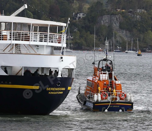 Cruise ship aground oban lifeboat