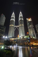 KLCC @ night (DNA_Shots | p h o t o g r a p h y |) Tags: building malaysia klcc lanscapes