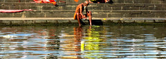 Le bain du sage | The Wiseman's bath || ?, India (Aucunale TNT) Tags: india man water river country picture sage holy wise ganga sadhu inde