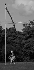Der Wolff (sCount) Tags: bordu auvernier neuchatel grue drapeau suisse fahne august aout lac see lake swiss flag bw nb noir blanc black whit personne age vieux old alte krahne feuilles leafs