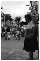 """ Bauloise... Old-school"" (The Blue Water Lily's Company) Tags: fdrouet afd analog analogue analogique analogico blackandwhite noiretblanc negroyblanco biancoenero bwnb film monochrome monochrom nikon nikkor f801s 50mm18 kodak trix lc29 rue calle strada street labaule femme mujer dona grain"