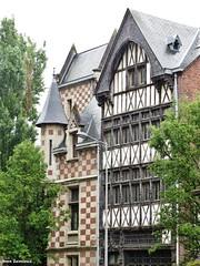 Rouen - Place Barthélémy (JeanLemieux91) Tags: rouen hautenormandie normandie france juin junio june 2016 printemps primavera spring pluie lluvia rain anglonormand tudor