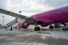 Peach MM214 (GenJapan1986) Tags: travel japan airplane airport peach  osaka  kansaiinternationalairport   b737800  2013    ricohgxr mm214