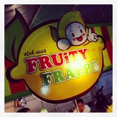 ชื่นใจกับน้ำผลไม้ปั่นสดร้าน Fruity Frappe by @philipcruz มาเที่ยวงานกาชาดชลบุรีละมาแวะดื่มกันนะครับ