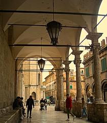 ~ Ascoli Piceno ~ (Ska * mon) Tags: street people italy italia gente centro portici marche scorcio citt archi passeggio ascolipiceno strads