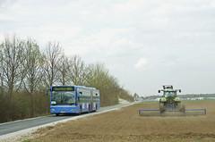 Ein Autobus Oberbayern-Citaro auf dem 'Feldweg' nahe dem Aschheimer Parkplatz (Frederik Buchleitner) Tags: bus munich münchen mercedes benz shuttle messe omnibus shuttlebus bauma gelenkbus citaro messemünchen autobusoberbayern mau6032