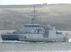 KNM Hinnoey M343 (1) @ Greenock 15-04-13 (AJBC_1) Tags: uk england riverclyde boat ship unitedkingdom military navy vessel nato warship minesweeper mcv navalvessel m343 norwegiannavy minehunter jointwarrior knmhinnoy ajc ajc