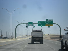TX-601 Spur East - Exit 22 (sagebrushgis) Tags: sign texas elpaso intersection overhead biggreensign fortbliss freewayjunction tx601spur libertyexpressway
