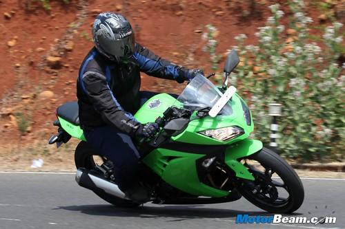 Kawasaki-Ninja-300-27