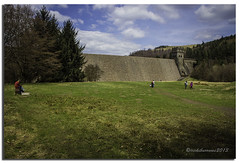 DERWENT DAM (vicki127.) Tags: trees people grass clouds derbyshire peakdistrict bricks bluesky vicki burrows digitalcameraclub howdendam flickraward ashopton ilovemypics canon650d ringexcellence lightroom4 vicki127 adobephotoshopcs6