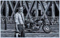 Markus (michael_hamburg69) Tags: hamburg germany deutschland hansestadt speicherstadt brcke bridge neuerwegsbrcke man male guy biker motorrad triumph 6t thunderbird classicbike vintage motorcycle markus 19601962 doppeltesbrustrohr geltetefittings geschraubtesheck motor 650ccm silkshiftgetriebe