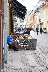 Taking a break. (stofil) Tags: callaghan cafe gothenburg göteborg 85mm batis85f18 batis85mm batis85 batis zeissbatis85 zeissbatis zeisslens zeiss sonyalpha7 sonyalpha sonya7 sony smoking street break
