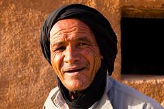 Man of the Desert (.sl.) Tags: dsert maroc people portrait sahara desert dsert morroco man adobe sun