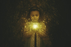 La pequea druida (David Bokeh) Tags: child girl light night lightpainting portrait davidbokeh retrato retratoinfantil nia hechizara druida magia maga bruja luz lucirnagas orange mate druid witch lampyridae firefly spain madrid exteriores noche fantasy dream