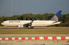 Boeing 767-322(ER). N671UA. United Airlines. (Themarcogoon49) Tags: boeing b767 aircraft landing gva airport cointrin lsgg avgeek switzerland