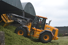 JCB 435S Loader on the Silage Pit (Shane Casey CK25) Tags: jcb 435s loader silage pit forks fold oce leamlara silage16 silage2016 grass grass16 grass2016 winter feed fodder county cork ireland irish farm farmer farming agri agriculture contractor field ground soil earth cows cattle work working horse power horsepower hp pull pulling cut cutting crop lifting machine machinery nikon d7100 traktori tracteur traktor trekker trator ciągnik