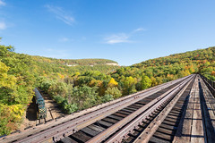 CNJ 1554 @ Dunmore, PA (Mathieu Tremblay) Tags: dunmore pennsylvania unitedstates delaware lackawanna railroad railway chemin fer pocono main bridge trestle pont erie cnj 1554 rs3 excursion steamtown fall automne sony a77 sigma 1020