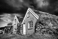 Iceland 2016 - Sel (cesbai1) Tags: iceland islande islanda islandia is skaftafell national park svartifoss sel farm old farmhouse black white bw noir et blanc nb