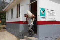 VENTA DE MAZ EN TIENDA COMUNITARIA. (diconsa_mx) Tags: diconsa tienda comunitaria maz