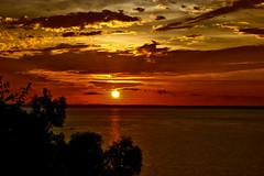 Sunsest, Darwin, Northern Territory, Australia (betadecay2000) Tags: eta sundset darwin northern territory sunset sonnenuntergang sonne sol sun water sea twilight clouds wetter weather weer meteo abends 2014 bicentennial park port australien australia ship himmel heiter outdoor meer ufer strand landschaft kste dmmerung