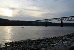 Walkway across the Hudson, Poughkeepsie (Timbo_a_go_go) Tags: bridge sunset metal river boat arch speedboat poughkeepsie walkway hudson footpath cantilever