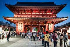 Asakusa night in summer (Pop_narute) Tags: asakusa shrine temple traditional architecture people street tokyo japan summer night life