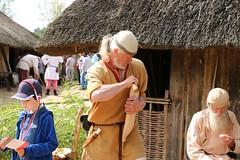 37 Haithabu WHH 21-08-2016 (Kai-Erik) Tags: geo:lat=5449118536 geo:lon=956713948 geotagged haithabu hedeby heddeby heiabr heithabyr heidiba siedlung frhmittelalterlichestadt stadt wikingerzeit wikinger vikinger vikings viking vikingr huser vikingehuse vikingetidshusene museum archologie archaeology arkologi arkeologi whh wmh haddebyernoor handelsmetropole museumsfreiflche wall stadtwall danewerk danevirke danwirchi oldenburg schleswigholstein slesvigholsten slesvigland deutschland tyskland germany bohlenwand reparatur zweitesskaldentreffen geschichtenerzhler musiker gruppesitram thomaspetersen jorgederwanderer urdvaldemarsdatter mittelalterlichemusikinstrumente skalden thorshammeralsamulettauszinngegossen 21082016 21august2016 21thaugust2016 08212016 httpwwwhaithabutagebuchde httpwwwschlossgottorfdehaithabu