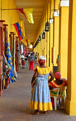 Las bovedas (franciscogualtieri) Tags: colombia cartagenadeindias colorful red yellow blue people handycraft nikon