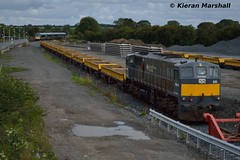 085 at Portarlington, 22/9/16 (hurricanemk1c) Tags: railways railway train trains irish rail irishrail iarnród éireann iarnródéireann portarlington 2016 generalmotors gm emd 071 pwd 085 22000 rotem icr rok 4pce 22022 1535heustongalway